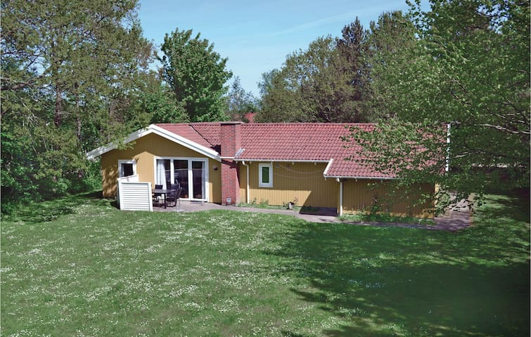 Holiday cottage with 4 bedrooms on 135m² in Oksbøl
