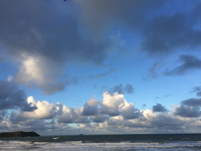 House on the BEACH, North Cornwall - Polzeath - Rumah