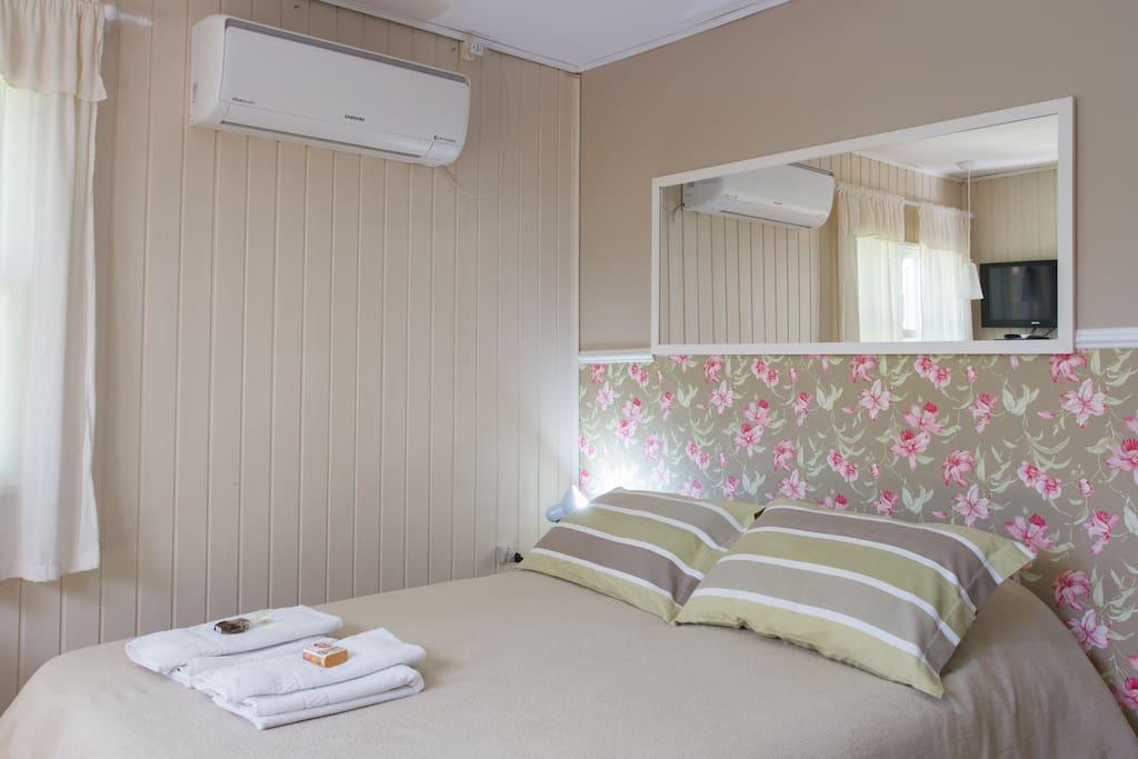 cama casal,ar condicionado quente e frio.