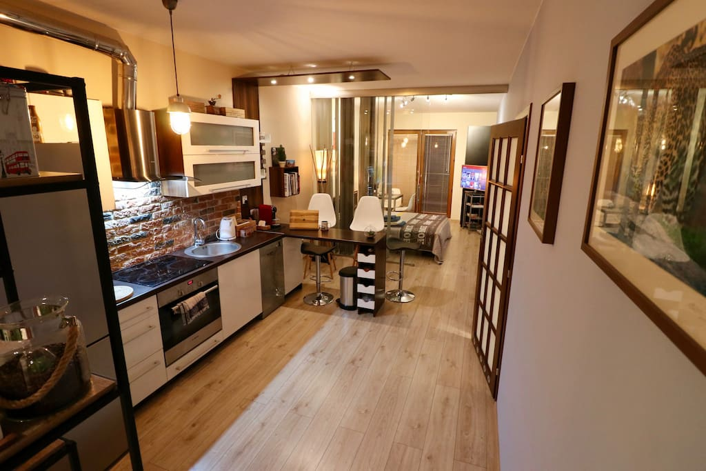 Apartment complex in Krakow city centre, walking distance to the river boulevards and the core old town. Personal tailored service. Flexible check-in/check-out hours (subject to other bookings).