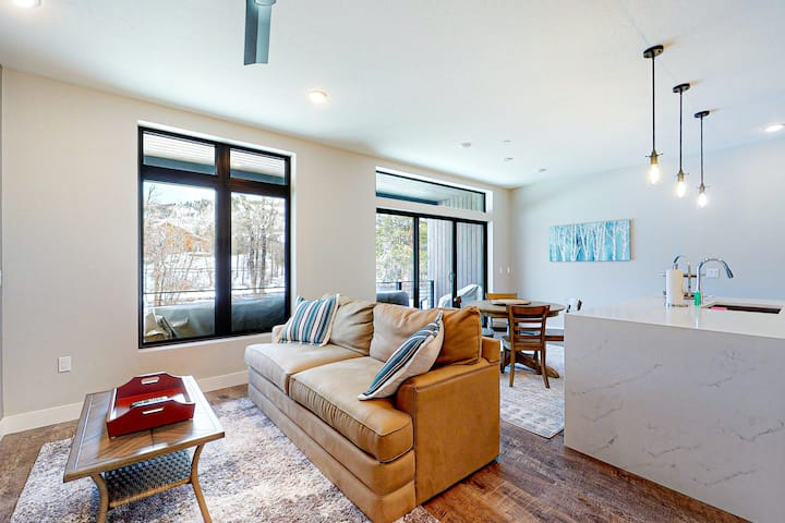 Modern Riverfront Condo w/ a Gas Fireplace, Washer/Dryer, & Private Patio!