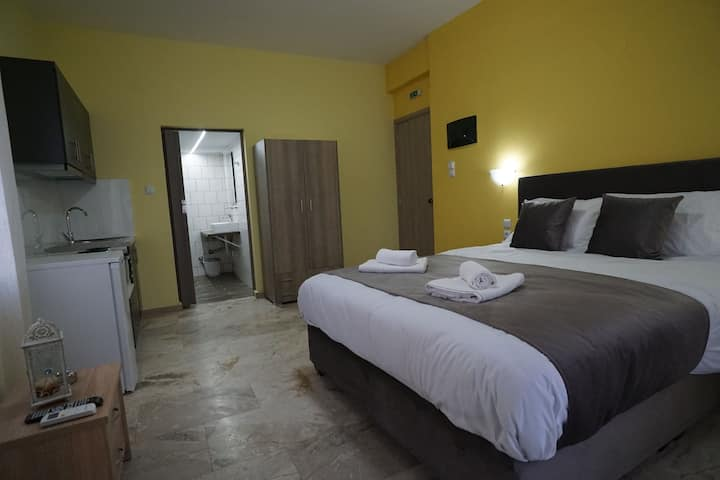 Στούντιο Μαγγανα Κίτρινο Δωμάτιο