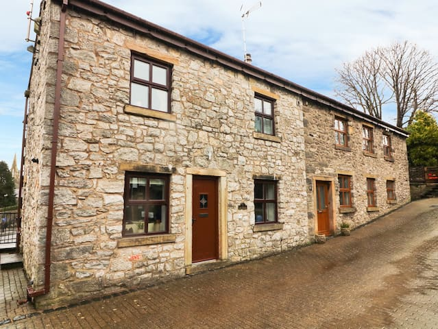 1 THE STABLES in Clitheroe, Ref 977309