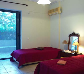 Room near airport& the sea - Porto rafti