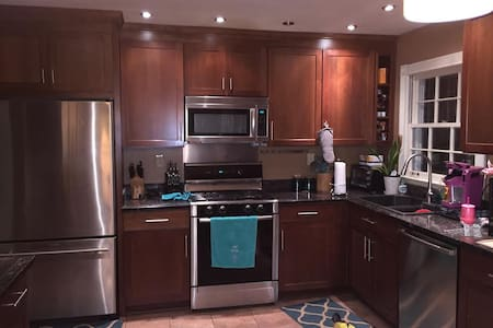 Clean 1 Bedroom/Bath with yard minutes from ATL - 迪凱特