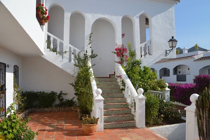 Central, Modern Apartment, Sunny Terrace, 2 pools - Nerja - Leilighet