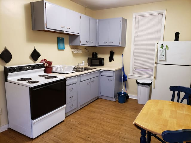 1 bedroom apt, fully furnished, all included!
