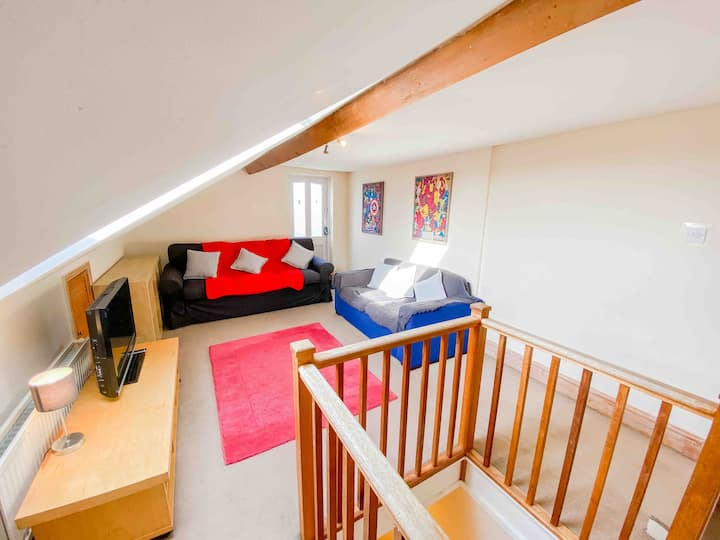 Clean and Spacious 1 bed split level apartment