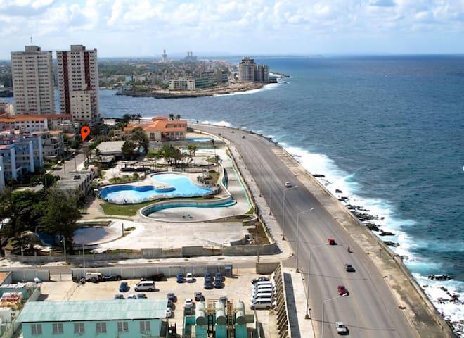 Apartamento  en El Vedado (muy cerca el Malecón)