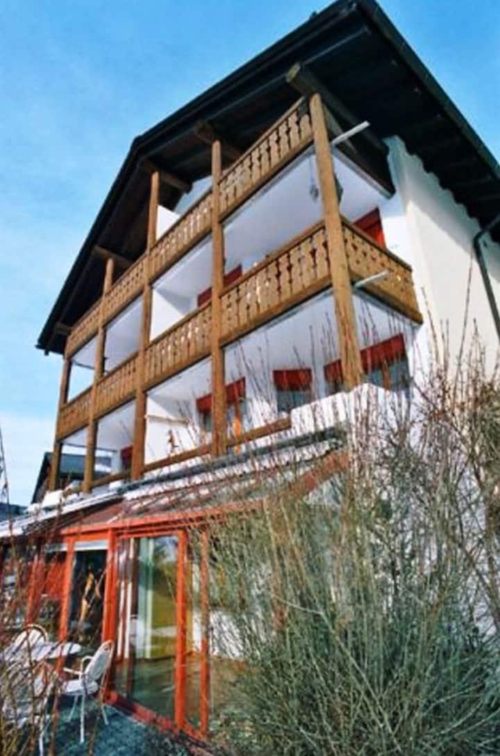 Apartment mit Wintergarten und Garten