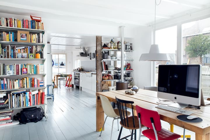 Spacious and light modern houseboat - Amsterdam - Boat
