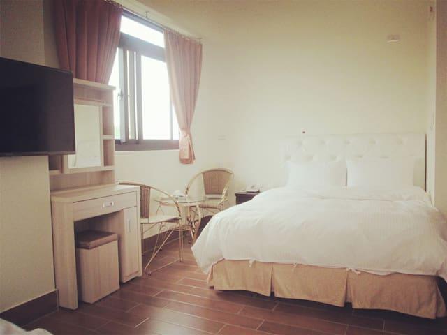 光線充足舒適簡潔的房間!