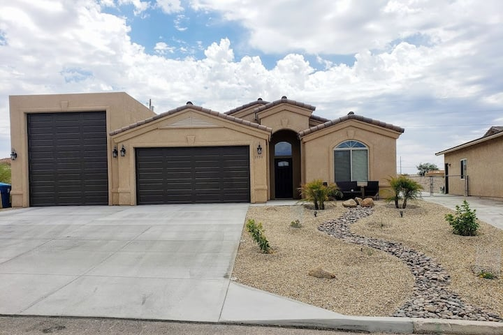Winter Rental - Brand New 2020 Lake Havasu Home
