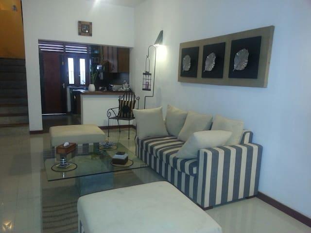 Eligant & Cozy House - Sri Jayawardenepura Kotte - Casa