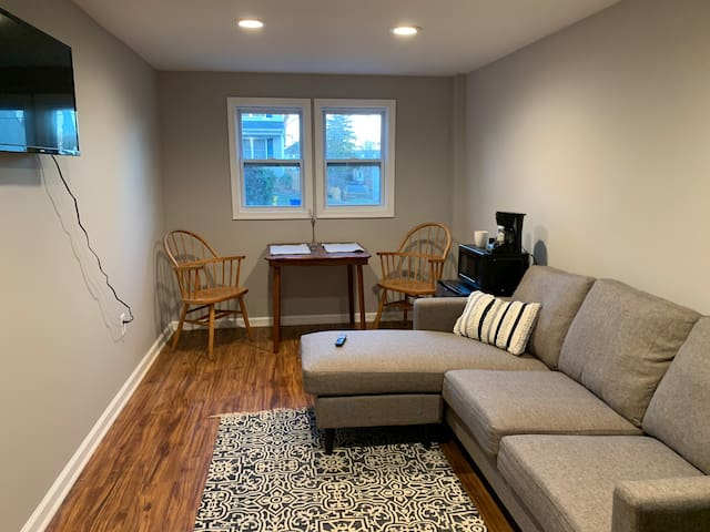 Private, newly renovated Catonsville guest suite