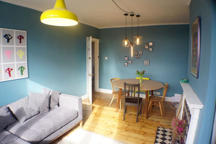 Bright colourful flat with wooden floors - Londra - Daire