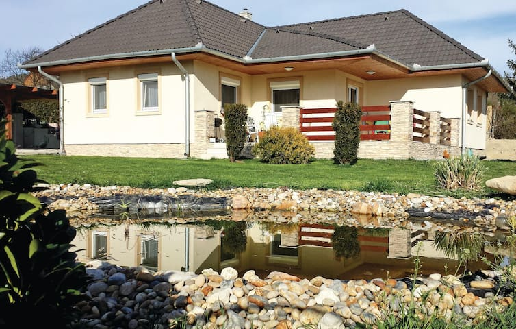 Holiday cottage with 2 bedrooms on 100m² in Vonyarcvashegy
