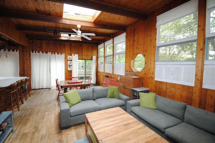 Dog-friendly home w/ high ceilings & lots of light, spacious deck, gas grill!