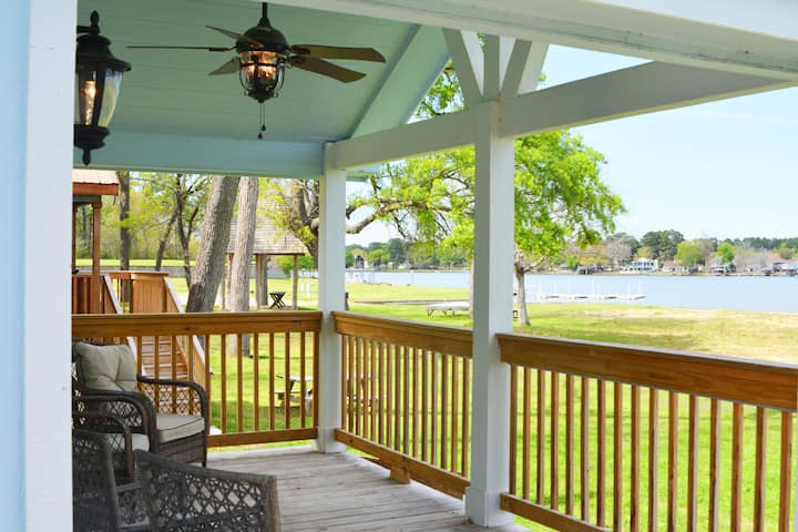 Lake side Cottage on Lake Conroe with lake access