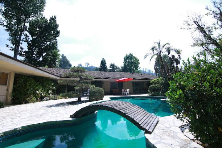 4bedrooms villa with pool in Bel Air/close Beverly
