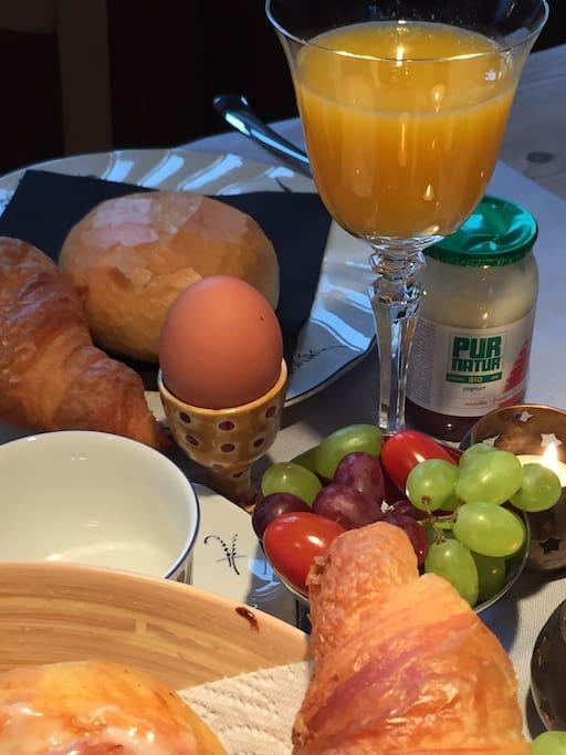 Royaal ontbijt, beschikbaarheid bespreken via mail. Supplement : 10,-/pppn