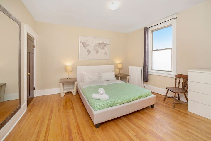 Large Unit in the Heart of Ottawa with a Balcony