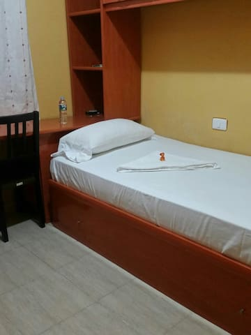 Beautiful single room - Vecindario - Huoneisto