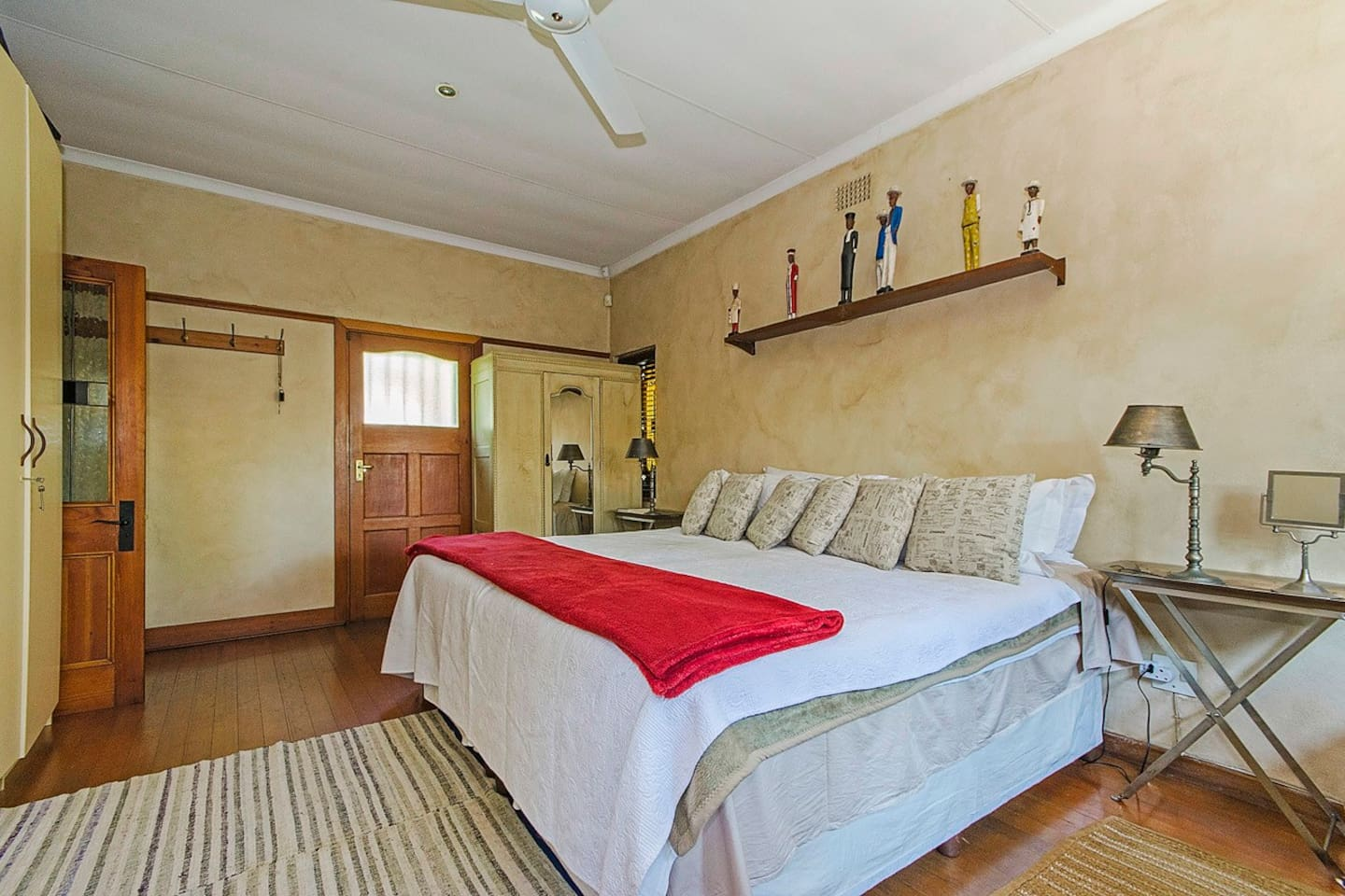 MAIN HOUSE EN SUITE - Separate entrance with modern bathroom and mini kitchen .  Microwave, toaster and kettle.
