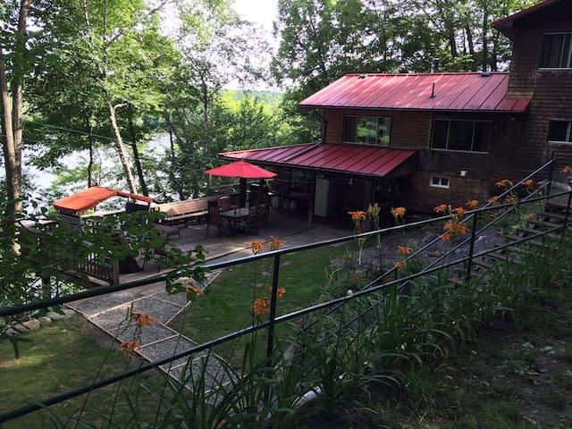 Chalet des Chênes, Lake Memphremagog & hot tub!