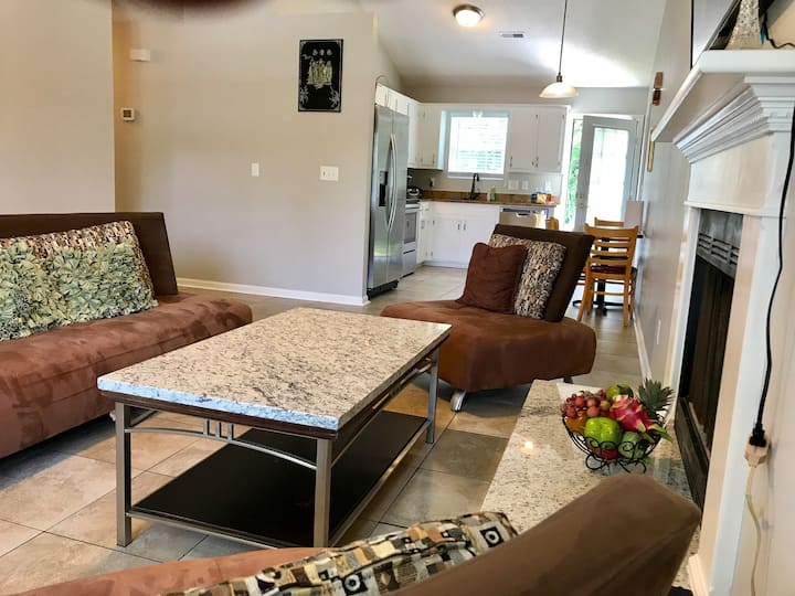 COMFORTABLY FRESH AND CLEAN(3 beds/2 baths)