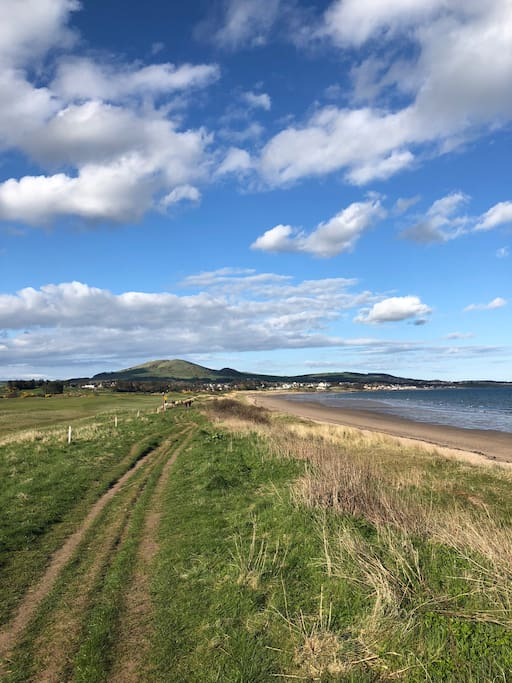 Leven beach and golf course - 5 mins from the flat