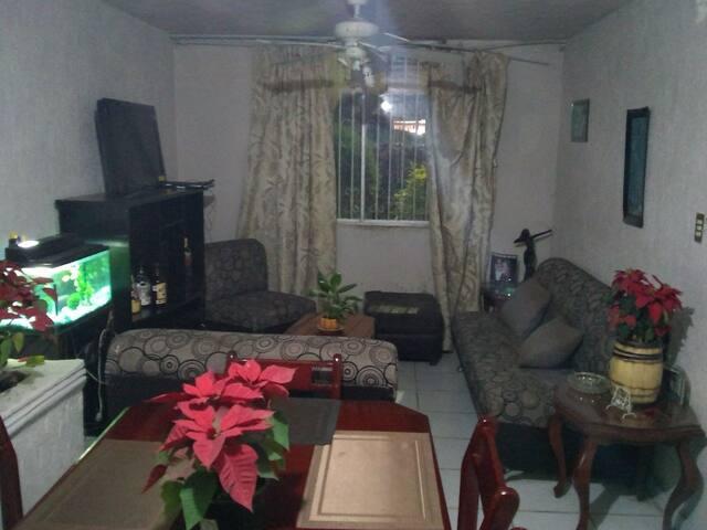 Habitación 1-4 personas en bonita zona Cerca todo.