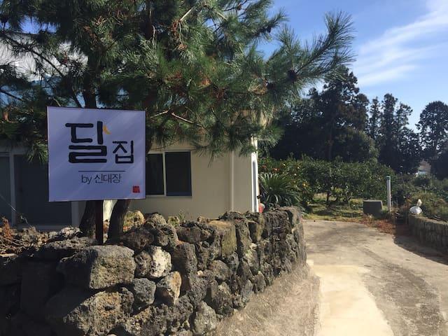 """서귀포 혁신도시 인근 옛 제주도 촌집 """"달집 by신대장"""" - 서귀포시 - Casa"""