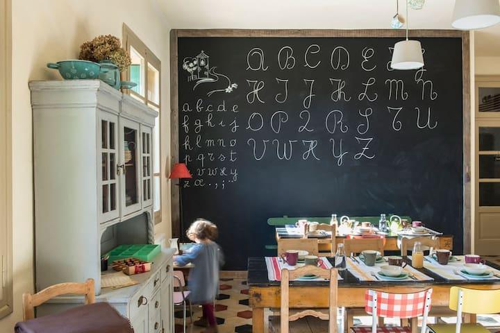 La sala colazioni / The breakfast room