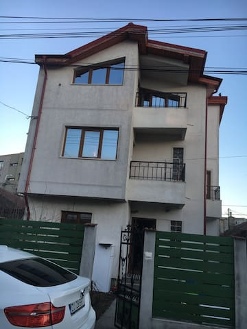 House in Constanta with 4 rooms - Constanța - Rumah