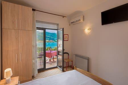 Madra room 10 - Budva - House