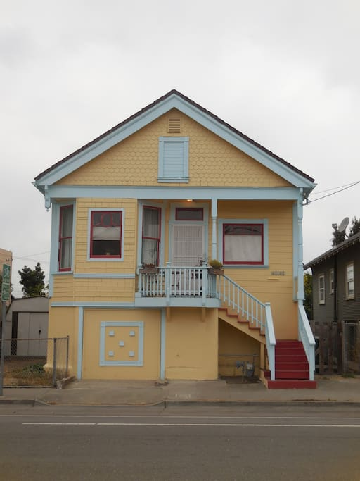 2 bedroom downstairs unit in north oakland apartments