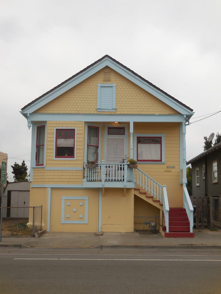 2-bedroom downstairs unit in North Oakland