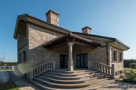 Casa cercana a Santiago - La Coruña