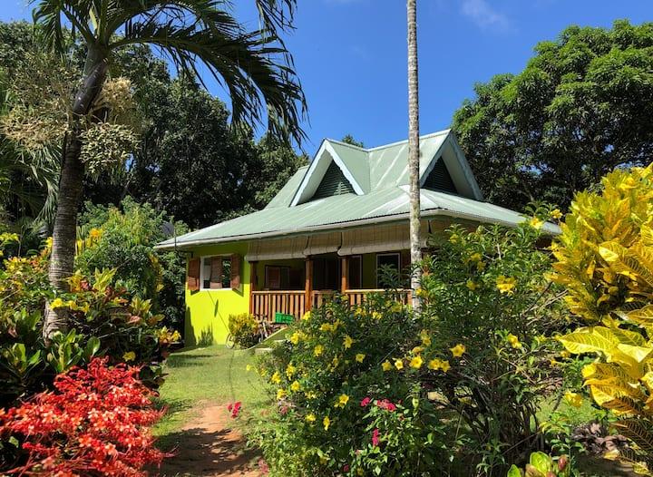 Schönes Ferienhaus in großem Garten (Bois d'Amour)