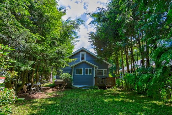 Catskill Phoenicia Retreat Cabin Stay - 2BR