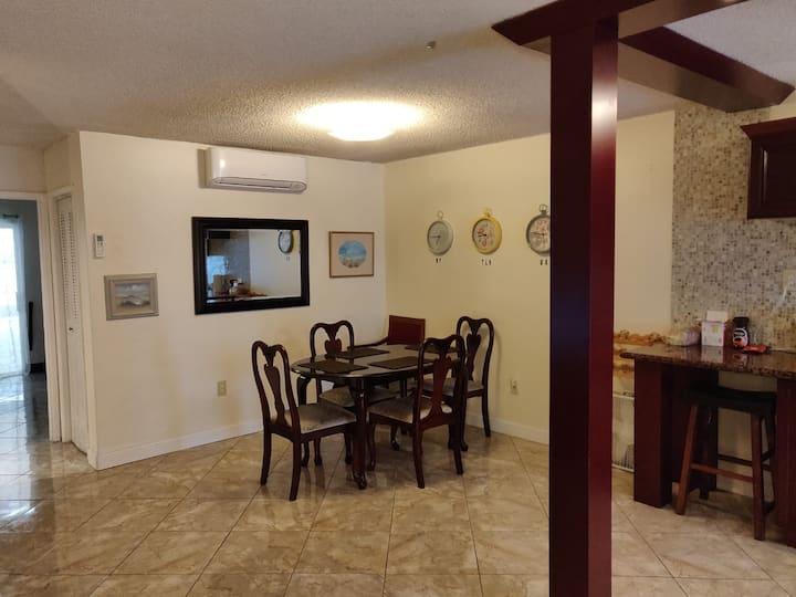 Cosy and Close to Aventura 15 min to beach