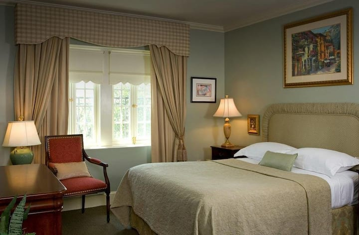 1715 on Rittenhouse - A Boutique Hotel , Queen