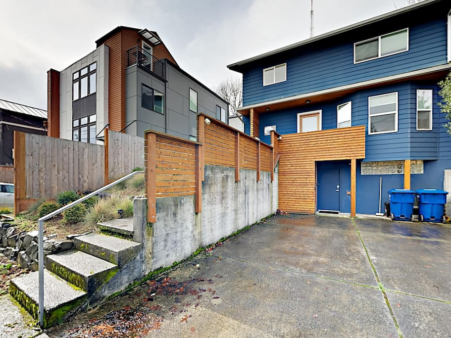 Welcome to Seattle! This apartment is professionally managed by TurnKey Vacation Rentals.