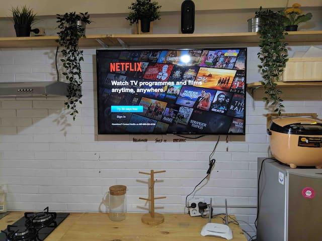 Enjoy Netflix with Smart TV, FREE WIFI, Rice Cooker