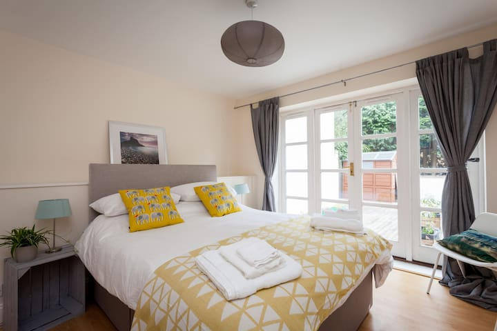 Modern apartment 2 minutes from Bournemouth gdns - Bournemouth - Apartment