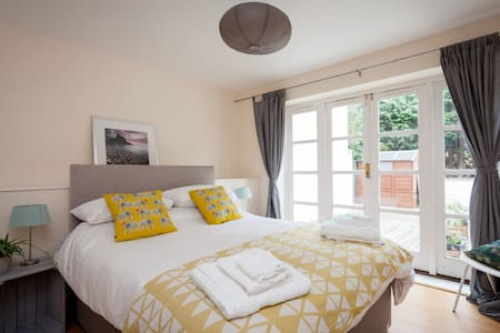 Modern apartment 2 minutes from Bournemouth gdns - Bournemouth - 公寓