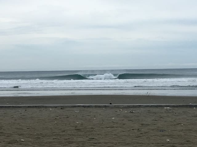 uncrowded waves