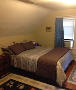 Cozy Suite with Private Entrance - Winooski - Apartment