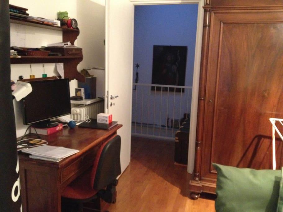 Single room - desk